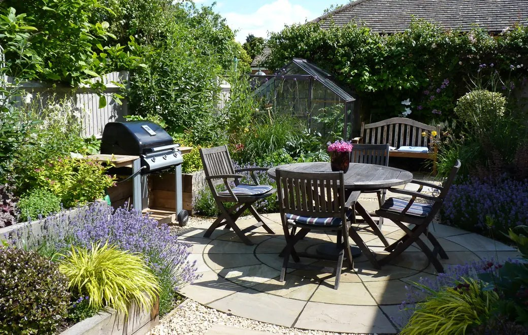 Courtyard Garden Design Small Spaces Garden Ideas on Courtyard Patio Ideas id=98871