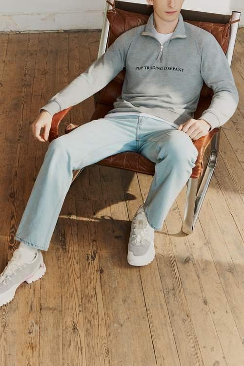 Обесцвеченные джинсы