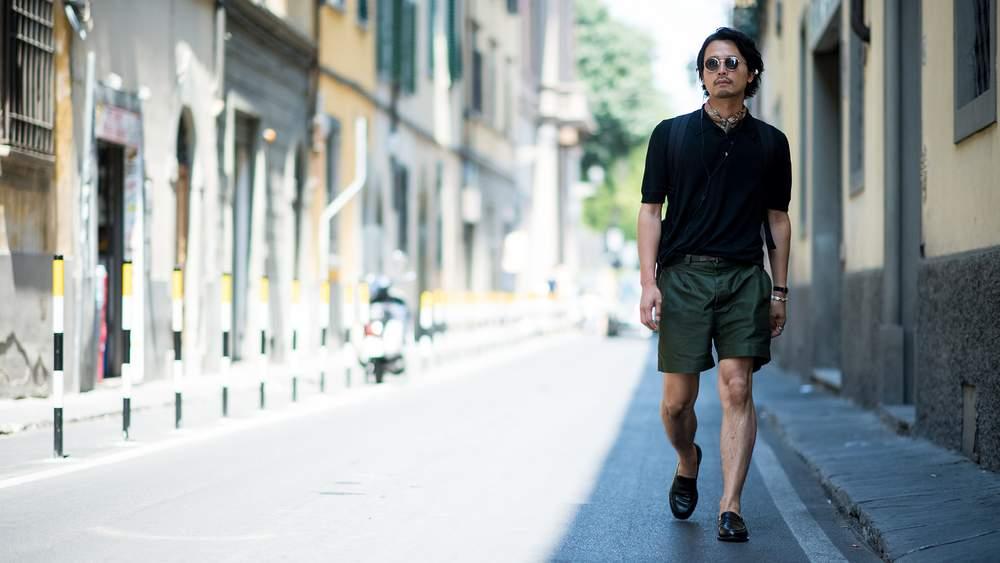 Короткие плиссированные брюки