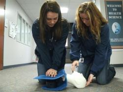 2 students practicing CPR