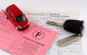 Les papiers, permis et clés du véhicule
