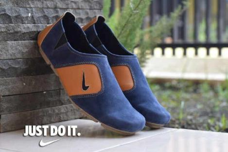 BN0292 Navy Nike Micro Suede - Rp. 180000