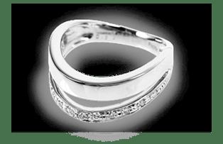 白金的鑽石戒指