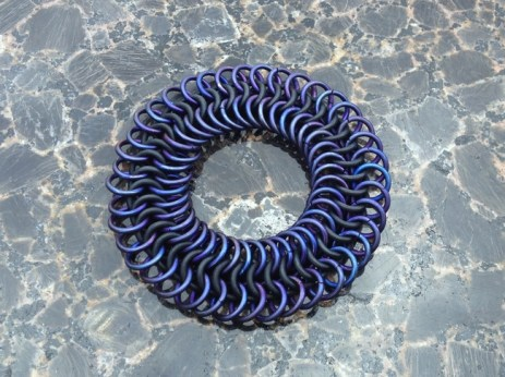 chainmail_bracelet_stretch_black_titanium_purple