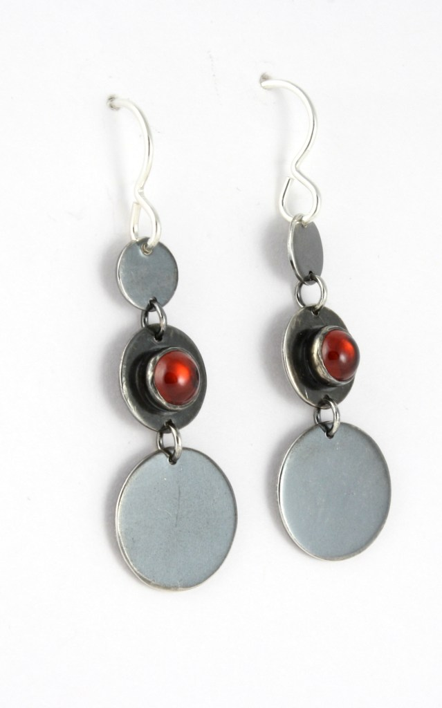 earrings_3circle_graduated_garnet_earwire_angle