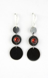 earrings_3circle_graduated_garnet_earwire_straight