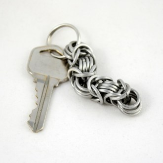 keychain_square_byzantine_stainless_bent