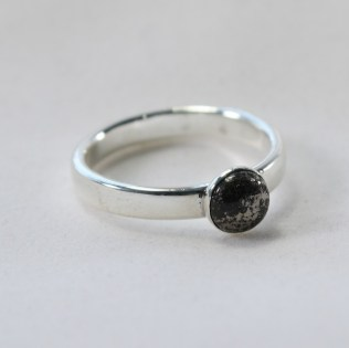 ring_silver_comfort_band_pyrite