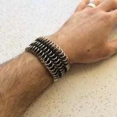 bracelet_stretchy_chainmaille_wide_steel_rubber_euro6to1_on_male_hand_model