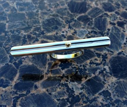 Double_bar_across_fingers_ring_sterlingsilver_14kgold
