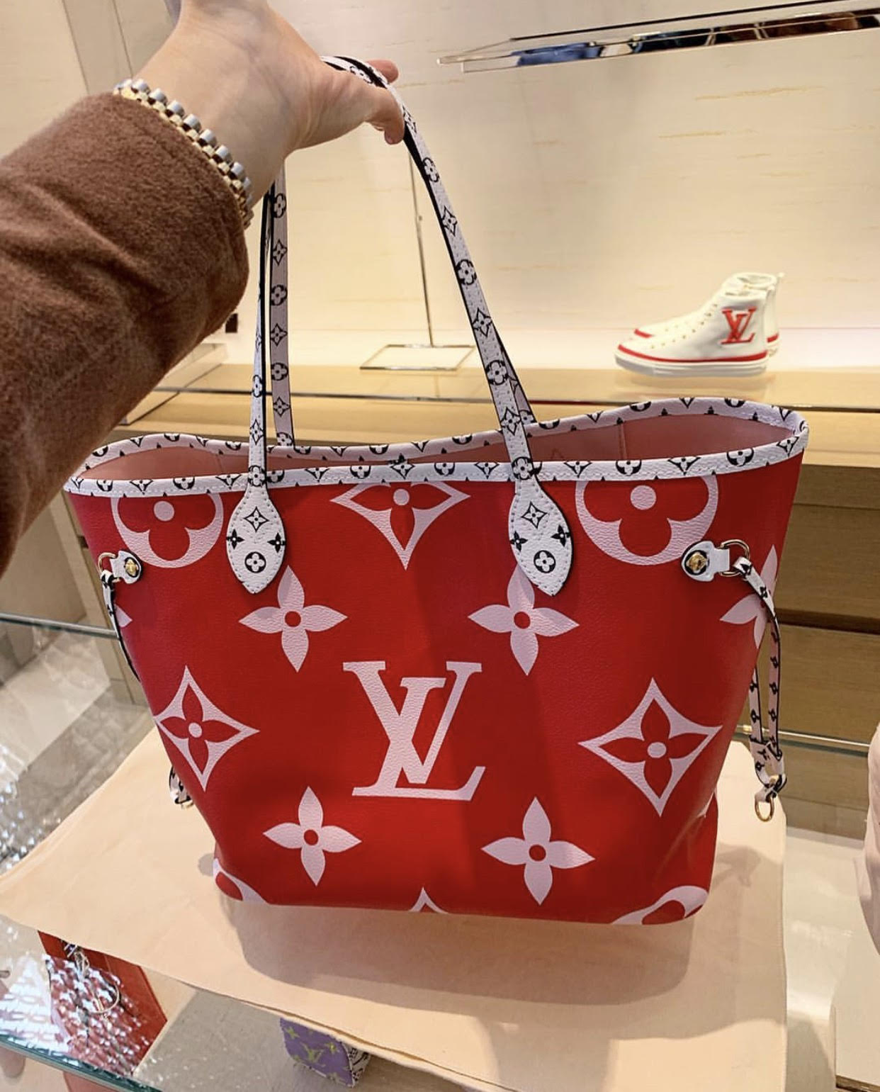 ab58f1331 Closer Look Of Louis Vuitton Neverfull MM New Collection 2019 ...