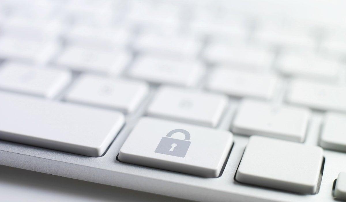 RODO raport Rok z RODO – raport Deloitte klp haslo klawiatura min