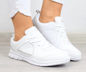 WF ze stylem, czyli najmodniejsze modele sportowych butów dziecięcych buty dla dzieci biale 300x254