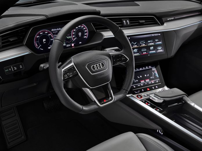 Audi further improves the e-tron product line: AC charging with 22 kW of power, greater driving convenience