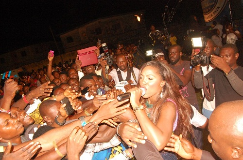 tiwa-savage-with-fans
