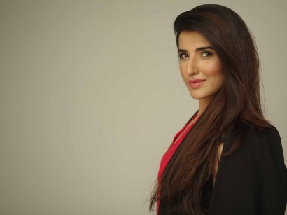 [News Byte] Hareem Farooq to host 5th HUM Awards 2017 (2)