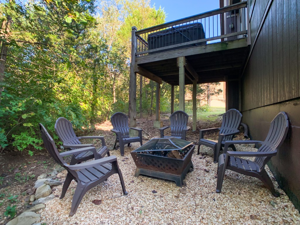 Nature's Retreat dog friendly vacation rental house, Table Rock Lake, Branson, Missouri