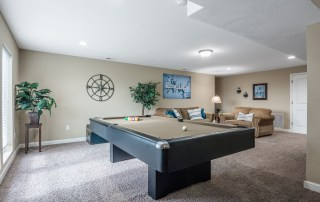 Canyon Retreat family room with pool table on Table Rock Lake