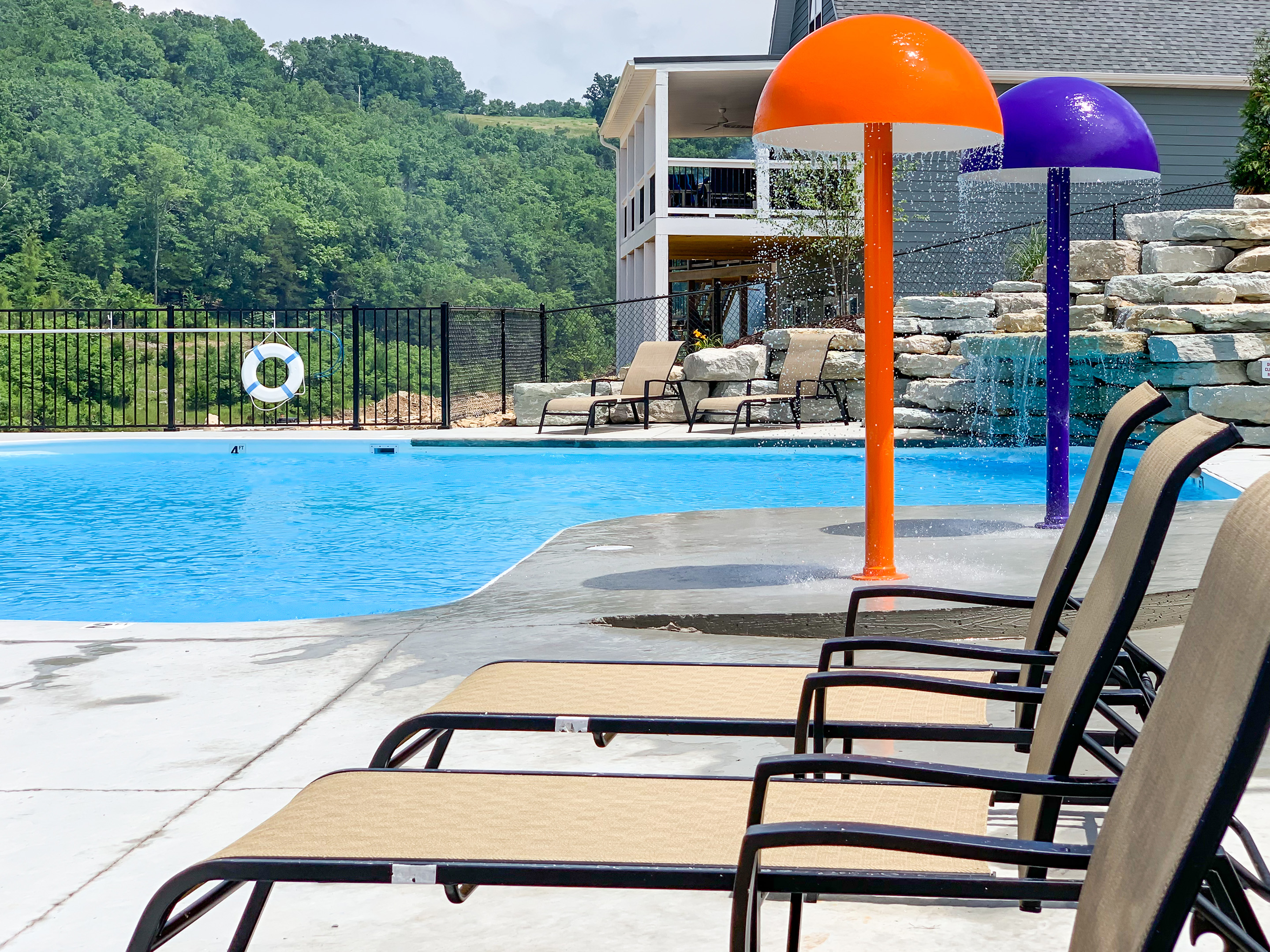 Chateau Cove Outdoor Swimming Pool, Table Rock Lake, Branson, Missouri