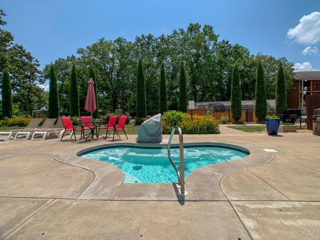 Lodges at Table Rock Lake hot tub