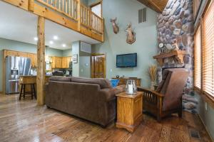 Branson-Vacation-Houses-Deer-Valley-Lodge-01-1062