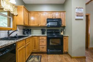 Branson-Vacation-Houses-Deer-Valley-Lodge-02-1068