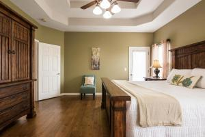 Majestic View vacation rental Branson and Kimberling City, Missouri - master bedroom