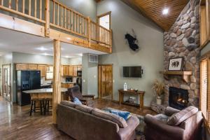 Branson-Vacation-Houses-Black-Bear-Lodge-01-1087