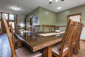 Branson-Vacation-Houses-Black-Bear-Lodge-02-1071