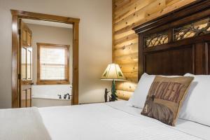 Branson-Vacation-Houses-Black-Bear-Lodge-04-1057