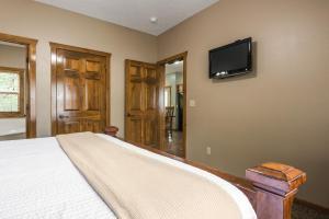 Branson-Vacation-Houses-Black-Bear-Lodge-06-1052