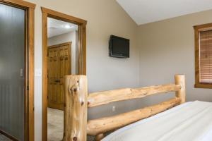 Branson-Vacation-Houses-Black-Bear-Lodge-10-1003