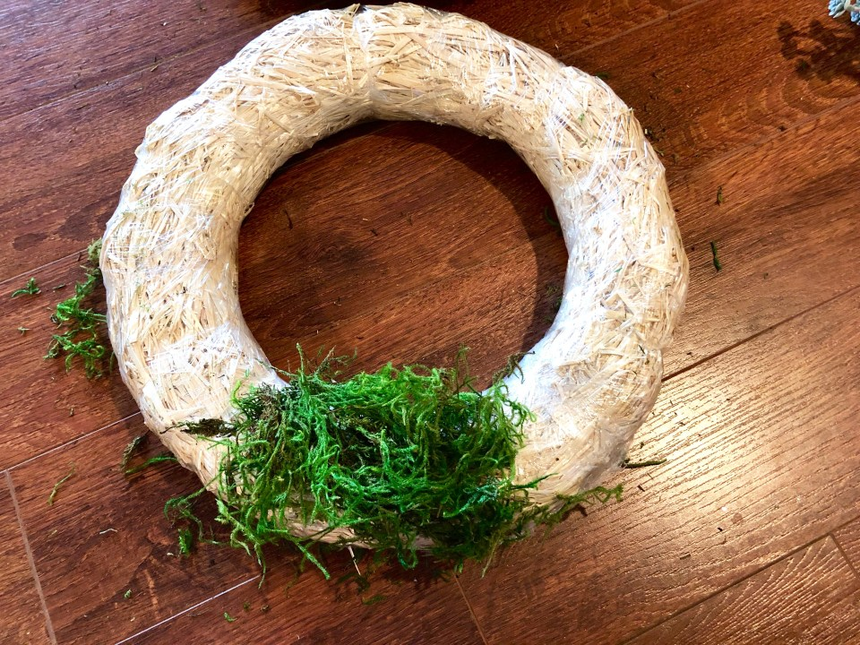 IMG 2894 1024x768 - Easy DIY Moss Wreath