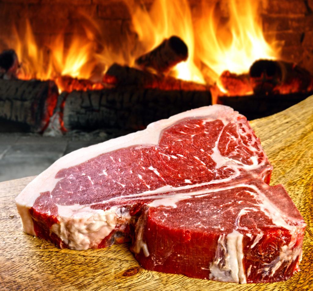 T-bone steak premium listo para la parrilla