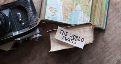 planejando viajar? the world awaits - frase em ingles