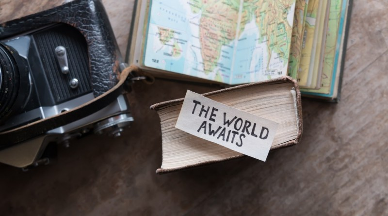 planejando viajar? the world awaits - frase em ingles