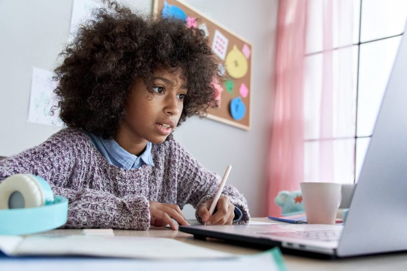 curso de inglês para crianças-cambly-kids-study