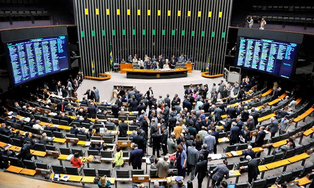 Votação da PEC que altera regras para eleições é adiada para a próxima semana