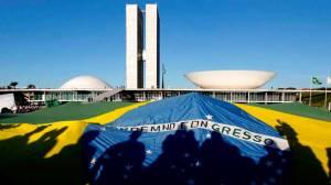 Câmara derruba regra que daria R$ 3,6 bi a campanhas e adia votação do 'distritão'