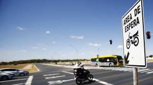 Detran-DF sinaliza área de espera exclusiva para motos nos semáforos