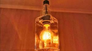 Sem reciclagem de vidro no DF, empresa ensina a reaproveitar o material