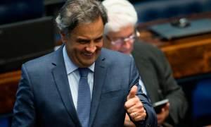 Senadores de vários partidos se articulam para reverter afastamento de Aécio