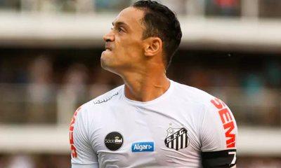 Santos sofre, mas vence Atlético-MG de Robinho e fica a três pontos do líder