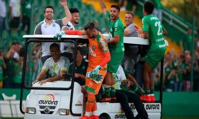 Chape vence, vai à Libertadores e rebaixa o Coritiba