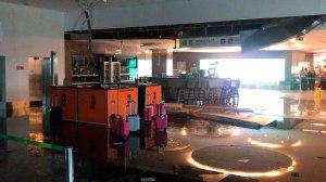 Teto desaba na área de embarque do Aeroporto JK