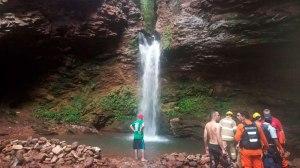 Criança de 13 anos e jovem de 18 são mortos baleados ao banhar em cachoeira no Gama