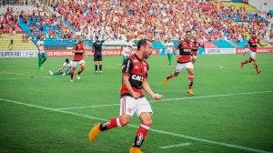 Flamengo goleia e tira a Portuguesa da semifinal da Taça Rio