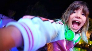 Aos 10 anos, DJ Rivka comanda a matinê da Pink Elephant