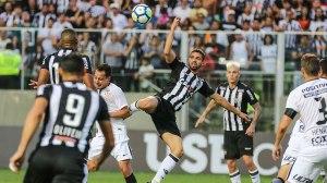 Com polêmica da arbitragem, Atlético-MG vence o Corinthians no Independência