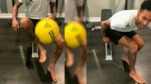 Neymar faz embaixadinhas com pé recuperado na volta à França